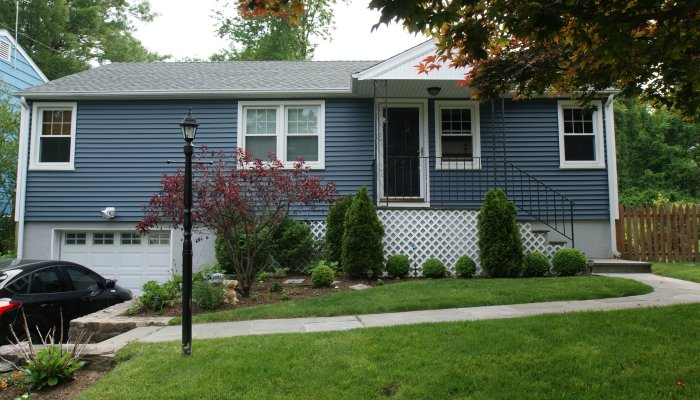 18 Knollwood Rd, Norwalk, CT 06854